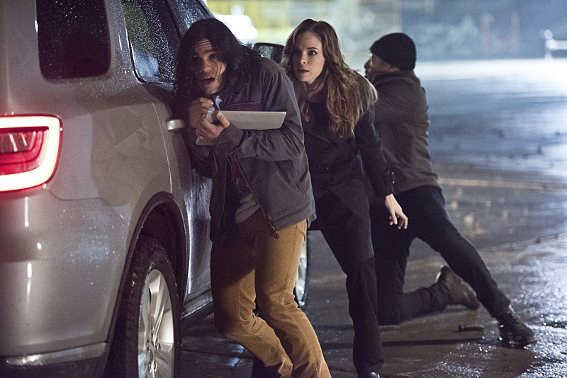 """The Flash -- """"Rogue Air"""" -- Image FLA122A_0165b -- Pictured (L-R): Carlos Valdes as Cisco Ramon, Danielle Panabaker as Caitlin Snow and Jesse L. Martin as Detective Joe West -- Photo: Dean Buscher/The CW -- © 2015 The CW Network, LLC. All rights reserved."""