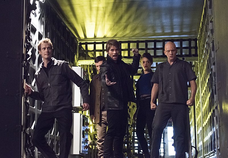 """The Flash -- """"Rogue Air"""" -- Image FLA122A_0351b -- Pictured (L-R): Doug Jones as Jake Simmons, Paul Anthony as Roy G. Bivolo, Liam McIntyre as Mark Mardon, Britne Oldford as Shawna Baez and Anthony Carrigan as Kyle Nimbus -- Photo: Dean Buscher/The CW -- © 2015 The CW Network, LLC. All rights reserved."""
