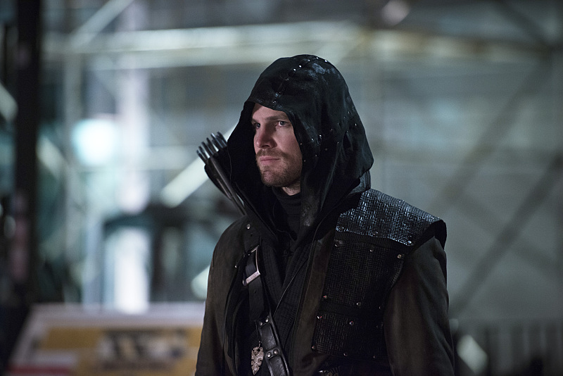 """The Flash -- """"Rogue Air"""" -- Image FLA122B_0294b -- Pictured: Stephen Amell as Oliver Queen / Arrow -- Photo: Diyah Pera/The CW -- © 2015 The CW Network, LLC. All rights reserved."""