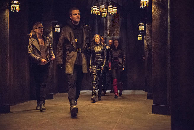 """Arrow -- """"This is Your Sword"""" -- Image AR322B_0019b -- Pictured (L-R): Emily Bett Rickards as Felicity Smoak, Stephen Amell as Oliver Queen, Katie Cassidy as Laurel Lance, David Ramsey as John Diggle and Rila Fukushima as Tatsu Yamashiro -- Photo: Cate Cameron/The CW -- © 2015 The CW Network, LLC. All Rights Reserved"""