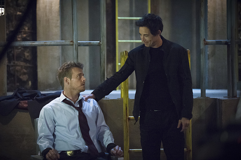 """The Flash -- """"Grodd Lives"""" -- Image FLA121B_0120b -- Pictured (L-R): Rick Cosnett as Detective Eddie Thawne and Tom Cavanagh as Harrison Wells -- Photo: Cate Cameron/The CW -- © 2015 The CW Network, LLC. All rights reserved."""