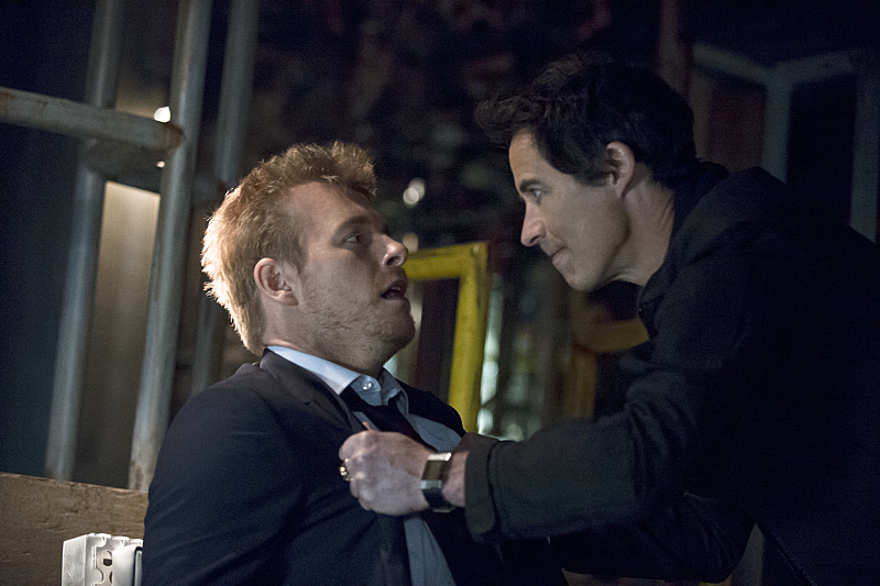 """The Flash -- """"Grodd Lives"""" -- Image FLA121B_0081b -- Pictured (L-R): Rick Cosnett as Detective Eddie Thawne and Tom Cavanagh as Harrison Wells -- Photo: Cate Cameron/The CW -- © 2015 The CW Network, LLC. All rights reserved."""