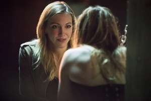 """Arrow -- """"Beyond Redemption"""" -- Image AR405B_0163b.jpg -- Pictured (L-R): Katie Cassidy as Laurel Lance and Caity Lotz as Sara Lance -- Photo: Dean Buscher/ The CW -- © 2015 The CW Network, LLC. All Rights Reserved."""