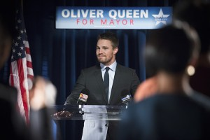 """Arrow -- """"Beyond Redemption"""" -- Image AR405A_0180b.jpg -- Pictured: Stephen Amell as Oliver Queen  -- Photo: Diyah Pera/ The CW -- © 2015 The CW Network, LLC. All Rights Reserved"""