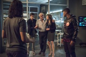"The Flash -- ""The Fury of Firestorm"" -- FLA204A_0306b -- Pictured (L-R): Carlos Valdes as Cisco Ramon, Grant Gustin as Barry Allen, Victor Garber as Professor Stein, Danielle Panabaker as Caitlin Snow and Franz Drameh as Jax Jackson -- Photo: Cate Cameron /The CW -- © 2015 The CW Network, LLC. All rights reserved."
