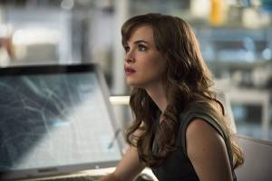 """The Flash -- """"The Fury of Firestorm"""" -- FLA204A_0152b -- Pictured: Danielle Panabaker as Caitlin Snow -- Photo: Cate Cameron /The CW -- © 2015 The CW Network, LLC. All rights reserved."""
