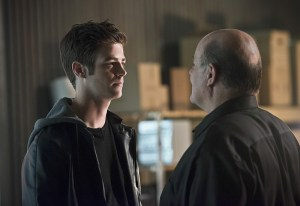 """The Flash -- """"Family of Rogues"""" -- Image FLA203b_0174b.jpg -- Pictured (L-R): Grant Gustin as Barry Allen and Michael Ironside as Lewis Snart   -- Photo: Diyah Pera/The CW -- © 2015 The CW Network, LLC. All rights reserved."""