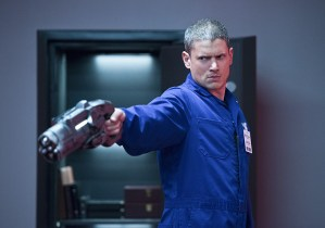 """The Flash -- """"Family of Rogues"""" -- Image FLA203b_0407b.jpg -- Pictured: Wentworth Miller as Leonard Snart -- Photo: Diyah Pera/The CW -- © 2015 The CW Network, LLC. All rights reserved."""