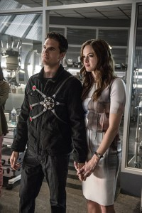 """The Flash -- """"The Man Who Saved Central City"""" -- Image FLA201b_0100b -- Pictured (L-R): Robbie Amell as Ronnie and Danielle Panabaker as Caitlin Snow -- Photo: Cate Cameron /The CW -- © 2015 The CW Network, LLC. All rights reserved"""