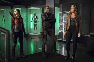 "The Flash -- ""Legends of Today"" -- Image FLA208B_0057b.jpg -- Pictured (L-R): Willa Holland as Thea Queen, David Ramsey as John Diggle and Ciara Renee as Kendra Saunders -- Photo: Cate Cameron/The CW -- © 2015 The CW Network, LLC. All rights reserved."
