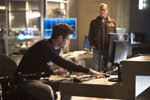 """The Flash -- """"Gorilla Warfare"""" -- Image FLA207B_0052b.jpg -- Pictured (L-R): Grant Gustin as Barry Allen and John Wesley Shipp as Henry Allen -- Photo: Cate Cameron/The CW -- © 2015 The CW Network, LLC. All rights reserved."""