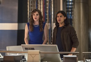 "The Flash -- ""Enter Zoom"" -- Image FLA206C_0042b.jpg -- Pictured (L-R): Danielle Panabaker as Caitlin Snow and Carlos Valdes as Cisco Ramon -- Photo: Cate Cameron/The CW -- © 2015 The CW Network, LLC. All rights reserved."