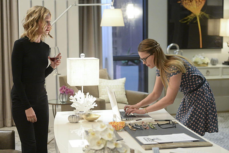 """""""Livewire"""" -- When an accident transforms a volatile CatCo employee into the villainous Livewire, she targets Cat (Calista Flockhart, left) and Supergirl (Melissa Benoist, right), on SUPERGIRL, Monday, Nov. 23 (8:00-9:00 PM, ET/PT) on the CBS Television Network. Photo: Darren Michaels/Warner Bros. Entertainment Inc. © 2015 WBEI. All rights reserved."""
