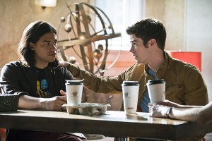 """The Flash -- """"The Darkness and the Light"""" -- Image FLA205A_0229b.jpg -- Pictured (L-R): Carlos Valdes as Cisco Ramon and Grant Gustin as Barry Allen -- Photo: Katie Yu/The CW -- © 2015 The CW Network, LLC. All rights reserved."""