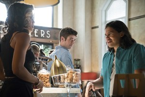 """The Flash -- """"The Darkness and the Light"""" -- Image FLA205A_0044b.jpg -- Pictured (L-R): Ciara Renee as Kendra Saunders, Grant Gustin as Barry Allen and Carlos Valdes as Cisco Ramon   -- Photo: Katie Yu/The CW -- © 2015 The CW Network, LLC. All rights reserved."""