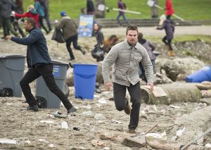 """Arrow -- """"Dark Waters"""" -- Image AR409A_0175b.jpg -- Pictured: Stephen Amell as Oliver Queen -- Photo: Diyah Pera/ The CW -- © 2015 The CW Network, LLC. All Rights Reserved."""