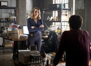 """The Flash -- """"The Reverse Flash Returns"""" -- Image FLA211a_0319b -- Pictured (L-R): Shantel Van Santen as Detective Patty Spivot and Grant Gustin as Barry Allen -- Photo: Diyah Pera/The CW -- © 2016 The CW Network, LLC. All rights reserved."""