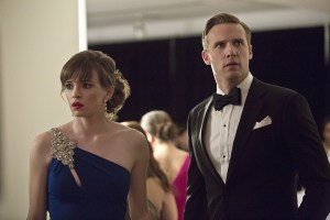 """The Flash -- """"Potential Energy"""" -- Image FLA210b_0129b -- Pictured (L-R): Danielle Panabaker as Caitlin Snow and Teddy Sears as Jay Garrick -- Photo: Katie Yu/The CW -- © 2016 The CW Network, LLC. All rights reserved."""