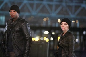 """The Flash -- """"King Shark"""" -- Image FLA215b_0152b -- Pictured (L-R): David Ramsey as John Diggle and Audrey Marie Anderson as Lyla -- Photo: Bettina Strauss/The CW -- © 2016 The CW Network, LLC. All rights reserved."""