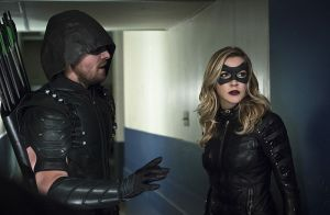 """Arrow -- """"Code of Silence"""" -- Image AR414A_0103b.jpg -- Pictured (L-R):  Stephen Amell as The Arrow and Katie Cassidy as Laurel Lance/Black Canary -- Photo: Katie Yu/ The CW -- © 2016 The CW Network, LLC. All Rights Reserved."""