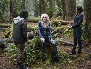 """The Flash -- """"Escape From Earth-2"""" -- Image FLA214b_0070b -- Pictured (L-R): Carlos Valdes as Cisco Ramon, Danielle Panabaker as Killer Frost and Candice Patton as Earth 2 Iris West -- Photo: Bettina Strauss/The CW -- © 2016 The CW Network, LLC. All rights reserved."""