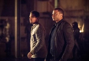 """Arrow -- """"Sins of the Father"""" -- Image AR413b_0161b.jpg -- Pictured (L-R):  Stephen Amell as Oliver Queen and David Ramsey as John Diggle -- Photo: Dean Buscher/ The CW -- © 2016 The CW Network, LLC. All Rights Reserved."""
