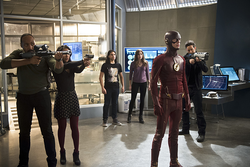 """The Flash -- """"Versus Zoom"""" -- Image: FLA218b_0035b.jpg -- Pictured (L-R): Jesse L. Martin as Detective Joe West, Candice Patton as Iris West, Carlos Valdes as Cisco Ramon, Danielle Panabaker as Caitlin Snow, Grant Gustin as The Flash and Tom Cavanagh as Harrison Wells -- Photo: Diyah Pera/The CW -- © 2016 The CW Network, LLC. All rights reserved."""