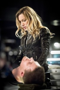 """Arrow -- """"Beacon of Hope"""" -- Image AR417a_0287b.jpg -- Pictured (L-R): Katie Cassidy as Laurel Lance and Stephen Amell as Oliver Queen -- Photo: Dean Buscher/The CW -- © 2016 The CW Network, LLC. All Rights Reserved."""
