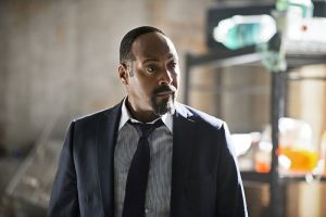 """The Flash -- """"Flash Back"""" -- Image: FLA217a_0050b.jpg -- Pictured: Jesse L. Martin as Detective Joe West-- Photo: Diyah Pera/The CW -- © 2016 The CW Network, LLC. All rights reserved"""