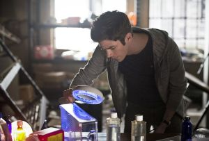 """The Flash -- """"Flash Back"""" -- Image: FLA217a_0105b.jpg -- Pictured: Grant Gustin as Barry Allen -- Photo: Diyah Pera/The CW -- © 2016 The CW Network, LLC. All rights reserved."""