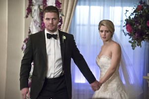 "Arrow -- ""Broken Hearts"" -- Image AR416a_0271b.jpg -- Pictured (L-R): Stephen Amell as Oliver Queen and Emily Bett Rickards as Felicity Smoak -- Photo: Katie Yu/The CW -- © 2016 The CW Network, LLC. All Rights Reserved."