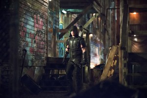 """Arrow -- """"Canary Cry"""" -- Image AR419b_0356b.jpg -- Pictured: Stephen Amell as Green Arrow -- Photo: Diyah Pera/The CW -- © 2016 The CW Network, LLC. All Rights Reserved."""