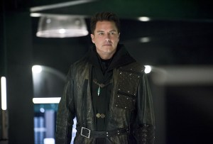 """Arrow -- """"Eleven-Fifty-Nine"""" -- Image AR418b_0100b.jpg -- Pictured: John Barrowman as Malcolm Merlyn -- Photo: Diyah Pera/The CW -- © 2016 The CW Network, LLC. All Rights Reserved."""