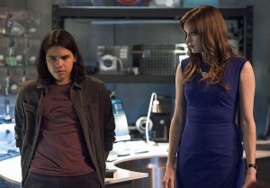 "The Flash -- ""Versus Zoom"" -- Image: FLA218A_0071b.jpg -- Pictured (L-R): Carlos Valdes as Cisco Ramon and Danielle Panabaker as Caitlin Snow -- Photo: Cate Cameron/The CW -- © 2016 The CW Network, LLC. All rights reserved."