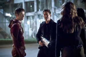 """The Flash -- """"The Race of His Life"""" -- Image: FLA223b_0055b.jpg -- Pictured (L-R): Grant Gustin as Barry Allen and Tom Cavanagh as Harrison Wells -- Photo: Katie Yu/The CW -- © 2016 The CW Network, LLC. All rights reserved."""
