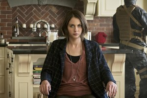 "Arrow -- ""Lost in the Flood"" -- Image AR422b_0157b.jpg -- Pictured: Willa Holland as Thea Queen -- Photo: Katie Yu/The CW -- © 2016 The CW Network, LLC. All Rights Reserved."