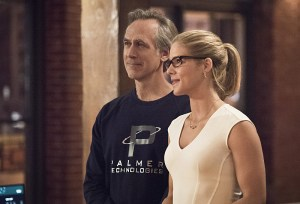 "Arrow -- ""Lost in the Flood"" -- Image AR422a_0129b2.jpg -- Pictured (L-R): Tom Amandes as Noah Kuttler/Calculator and Emily Bett Rickards as Felicity Smoak -- Photo: Dean Buscher/The CW -- © 2016 The CW Network, LLC. All Rights Reserved."
