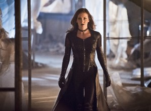 """The Flash -- """"Invincible"""" -- Image: FLA222a_0072b.jpg -- Pictured: Katie Cassidy as Black Siren -- Photo: Dean Buscher/The CW -- © 2016 The CW Network, LLC. All rights reserved."""
