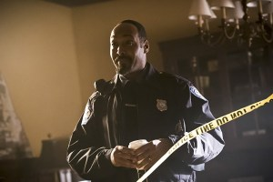 "The Flash -- "" The Runaway Dinosaur"" -- Image: FLA221a_0027b.jpg -- Pictured: Jesse L. Martin as Detective Joe West -- Photo: Katie Yu/The CW -- © 2016 The CW Network, LLC. All rights reserved."
