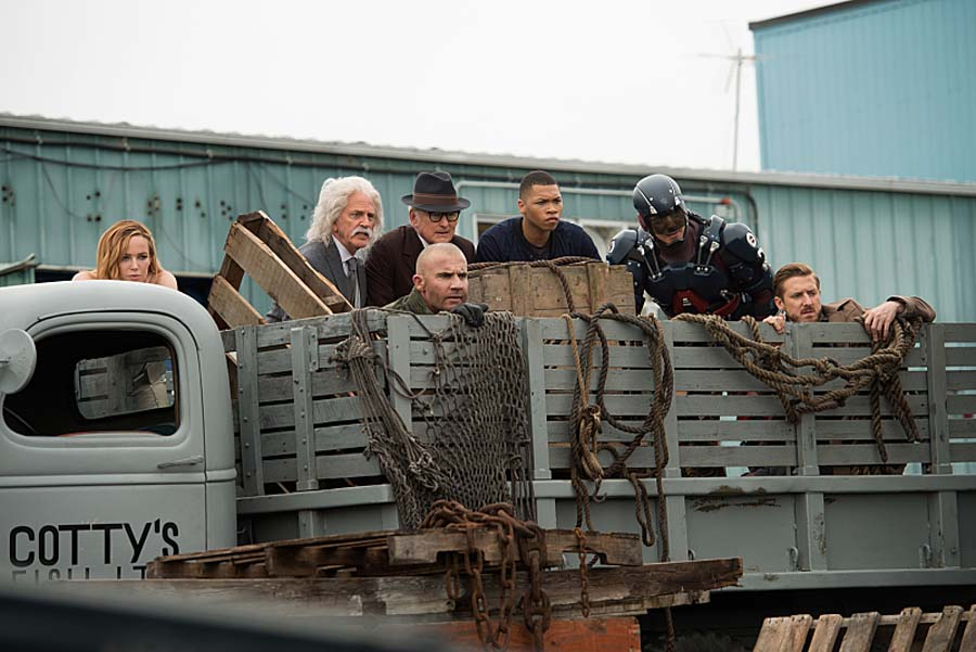 """DC's Legends of Tomorrow --""""Out Of Time""""-- Image LGN201A_0013R.jpg Pictured (L-R): Caity Lotz as Sara Lance/White Canary, John Rubinstein as Albert Einstein, Dominic Purcell as Mick Rory/Heat Wave, Victor Garber as Professor Martin Stein, Franz Drameh as Jefferson """"Jax"""" Jackson, Brandon Routh as Ray Palmer/Atom and Arthur Darvill as Rip Hunter -- Photo: Diyah Pera/The CW -- Ì?å© 2016 The CW Network, LLC. All Rights Reserved."""