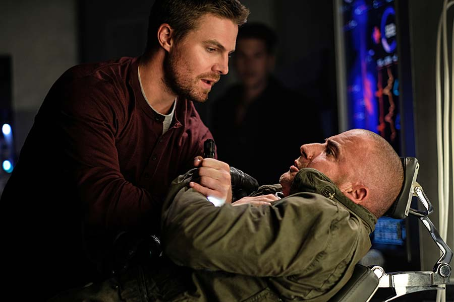 """DC's Legends of Tomorrow --""""Out Of Time""""-- Image LGN201b_0023.jpg Pictured (L-R): Stephen Amell as Oliver Queen and Dominic Purcell as Mick Rory/Heat Wave -- Photo: Robert Falconer/The CW -- Ì?å© 2016 The CW Network, LLC. All Rights Reserved."""