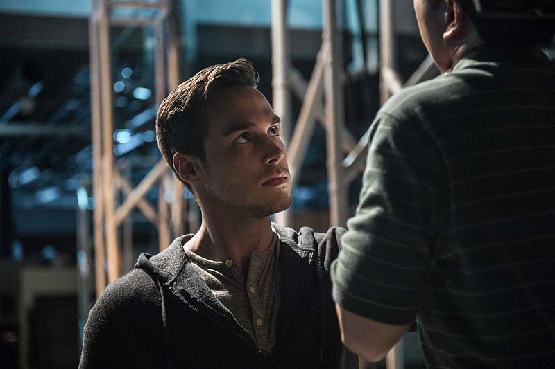"Supergirl -- ""Welcome to Earth"" Pictured: Chris Wood as Mon-El -- Photo: Diyah Pera/The CW -- Ì?å© 2016 The CW Network, LLC. All Rights Reserved"