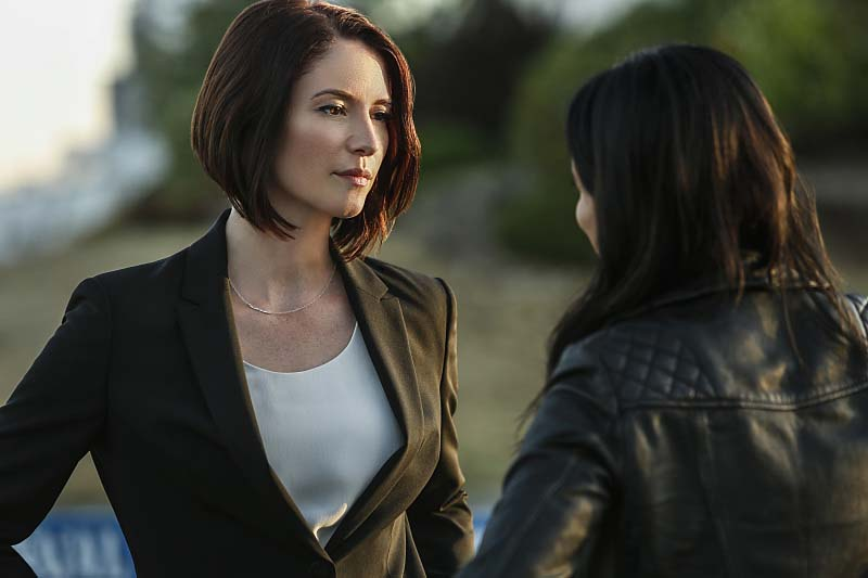 "Supergirl -- ""Welcome to Earth"" -- Image SPG203b_0190 -- Pictured (L-R): Chyler Leigh as Alex Danvers and Floriana Lima as Maggie Sawyer -- Photo: Bettina Strauss/The CW -- Ì?å© 2016 The CW Network, LLC. All Rights Reserved"