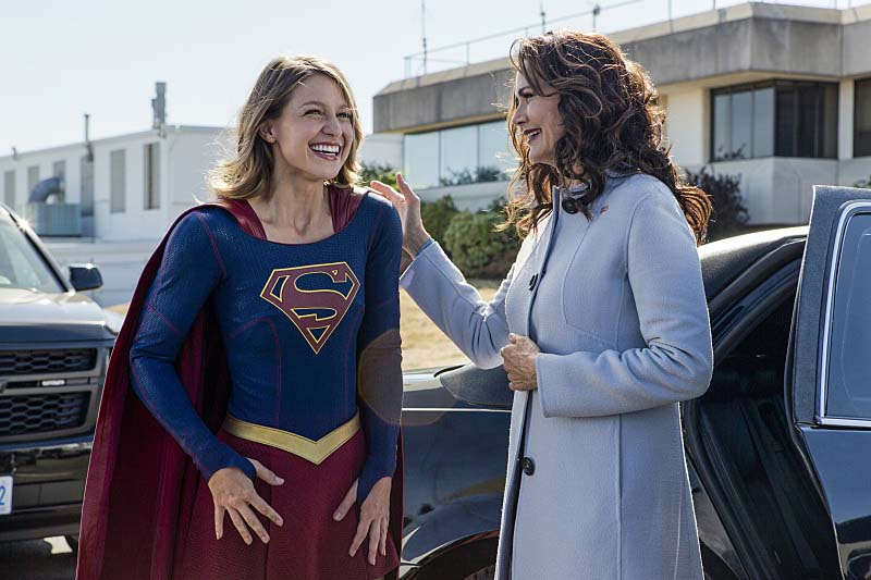 "Supergirl -- ""Welcome to Earth"" -- Image SPG203b_BTS_0273 -- Pictured: Behind the scenes with Melissa Benoist as Kara/Supergirl and guest Lynda Carter as President, Olivia Marsdin -- Photo: Bettina Strauss/The CW -- Ì?å© 2016 The CW Network, LLC. All Rights Reserved"