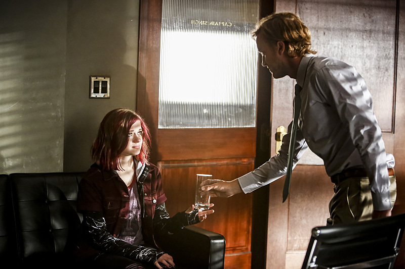 """The Flash -- """"Magenta"""" -- Image: FLA303b_0082b.jpg -- Pictured (L-R): Joey King as Frankie Kane and Tom Felton as Julian Albert -- Photo: Bettina Strauss/The CW -- © 2016 The CW Network, LLC. All rights reserved."""