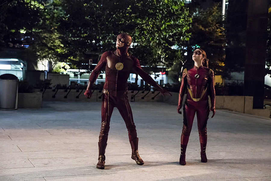"""The Flash -- """"The New Rouges"""" -- Image FLA304a_0208b.jpg -- Pictured (L-R): Grant Gustin as The Flash and Violett Beane as Jesse Quick -- Photo: Katie Yu/The CW -- © 2016 The CW Network, LLC. All rights reserved."""