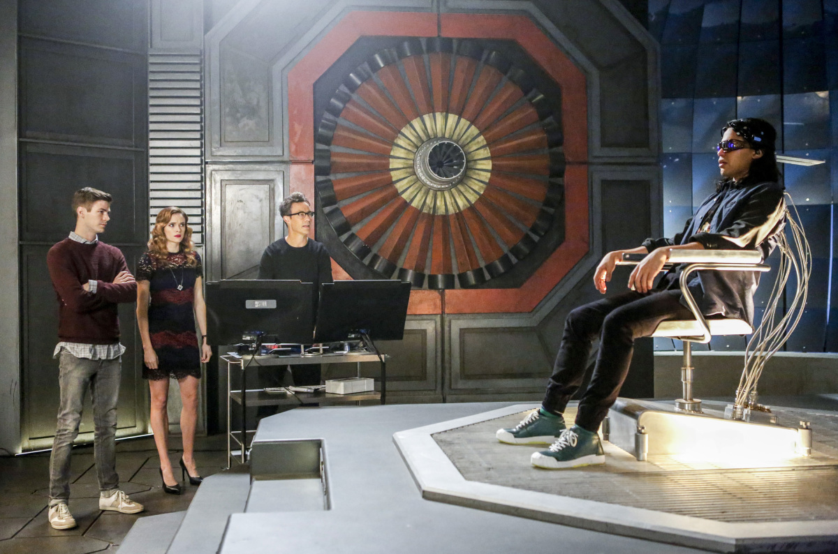 """The Flash -- """"Attack on Central City"""" -- FLA314c_0174b.jpg -- Pictured (L-R): Grant Gustin as Barry Allen, Danielle Panabaker as Caitlin Snow, Tom Cavanagh as Harrison Wells and Carlos Valdes as Cisco Ramon -- Photo: Bettina Strauss/The CW -- © 2017 The CW Network, LLC. All rights reserved."""