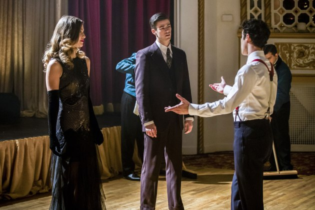 "The Flash -- ""Duet"" -- FLA317b_0912b.jpg -- Pictured (L-R): Melissa Benoist as Kara, Grant Gustin as Barry Allen and Darren Criss as Music Meister -- Photo: Jack Rowand/The CW -- © 2017 The CW Network, LLC. All rights reserved"