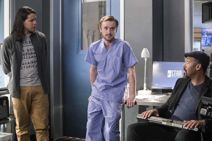 "The Flash -- "" Abra Kadabra"" -- FLA318a_0301b.jpg -- Pictured (L-R): Carlos Valdes as Cisco Ramon, Tom Felton as Julian Albert and Jesse L. Martin as Detective Joe West -- Photo: Jack Rowand/The CW -- © 2017 The CW Network, LLC. All rights reserved."
