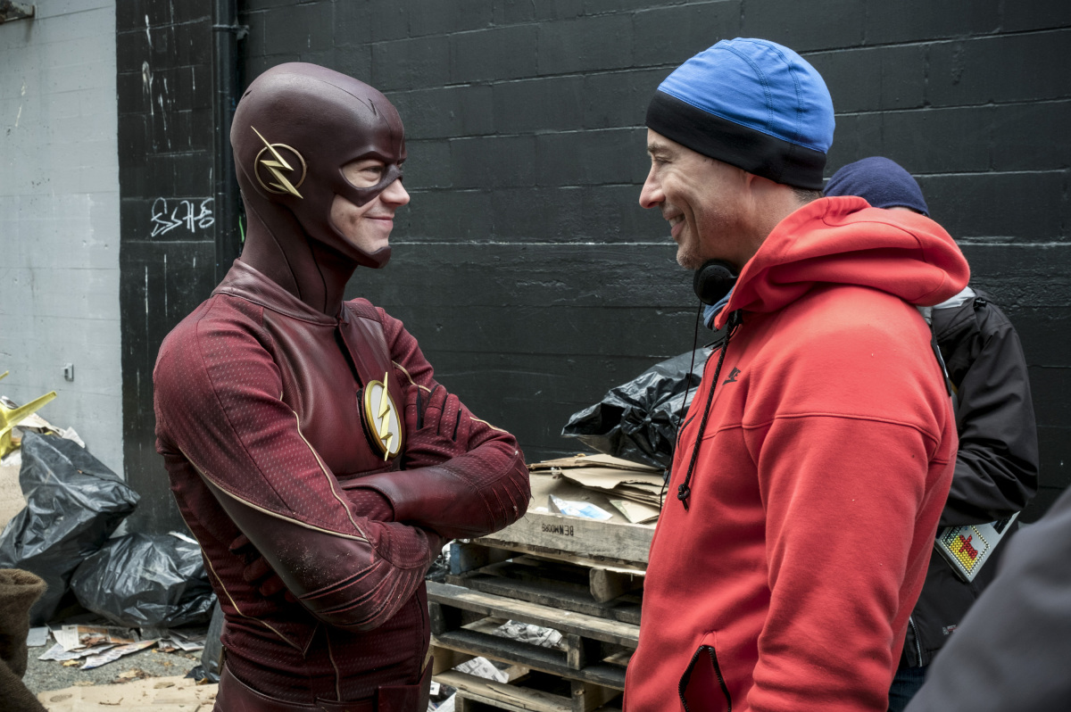 """The Flash -- """"The Once and Future Flash"""" -- FLA319a_BTS_0207b.jpg -- Pictured (L-R): Behind the scenes with Grant Gustin and Tom Cavanagh -- Photo: Katie Yu/The CW -- © 2017 The CW Network, LLC. All rights reserved."""